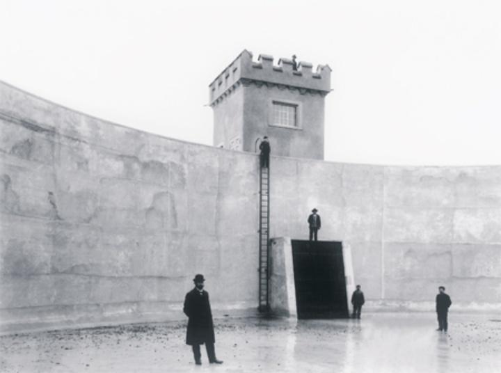 Becken des ersten Pumpspeicherkraftwerks Deutschlands in Heidenheim 1908 (c)